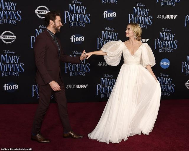 Emily Blunt sánh đôi chồng John Krasinski dự công chiếu phim mới Mary Poppins Returns tại Mỹ ngày 29/11 vừa qua