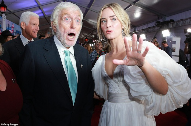 Emily Blunt nổi tiếng nhờ bộ phim Yêu nữ thích hàng hiệu, vai diễn của cô trong phim đã giúp cô lần đầu giành giải Quả Cầu Vàng