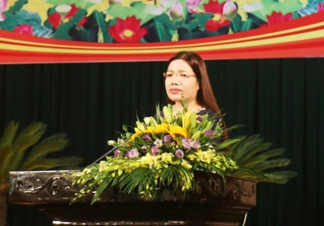 Bà Lê Thị Thìn, Phó Chủ tịch UBND tỉnh Thanh Hóa ký công văn truyền đạt ý kiến phê bình của Chủ tịch UBND tỉnh Thanh Hóa đối với các lãnh đạo không tham dự họp.