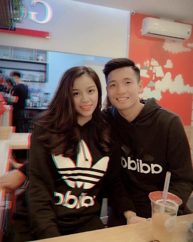 Người yêu hậu vệ Bùi Tiến Dũng - Khánh Linh - đăng ảnh ngọt ngào bên bạn trai.