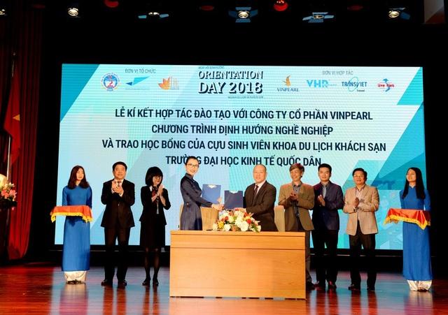 Khoa Du Lịch & Khách Sạn trường Đại học Kinh Tế Quốc Dân đã Ký kết chương trình hợp tác với Vinpearl thuộc Tập đoàn Vingroup.