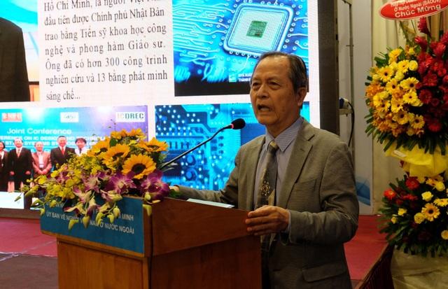 Giáo sư Đặng Lương Mô cho biết lấy kinh nghiệm của bản thân trải qua ở 4 ĐH trong đó 2 trường ở Nhật Bản và 2 trường Việt Nam để đề xuất cách làm thế nào nâng cao chất lượng ĐH.