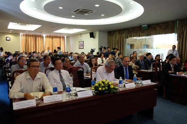 """Hội nghị """"Kiều bào góp ý về chương trình nâng cao chất lượng giáo dục ĐH, CĐ trên địa bàn TPHCM"""" thu hút đông đảo chuyên gia, trí thức kiều bào tham dự"""