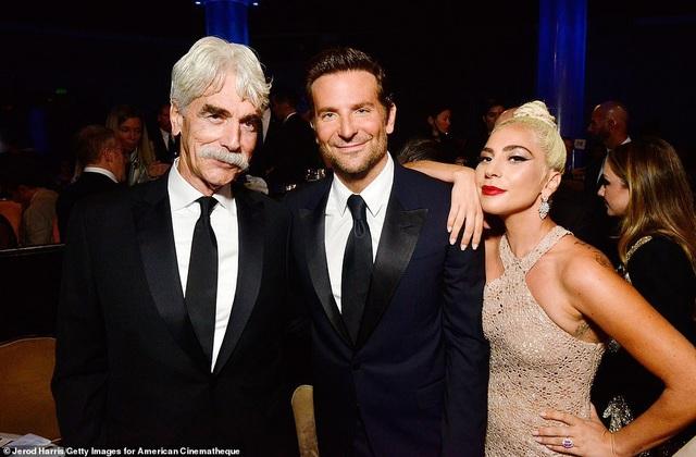 A Star Is Born là một phim nói về nghệ sỹ Jackson Maine (Bradley Cooper thủ vai) - người đã phát hiện ra tài năng của ca sỹ Ally (Lady Gaga thủ vai) và sau đó đem lòng yêu cô ấy.