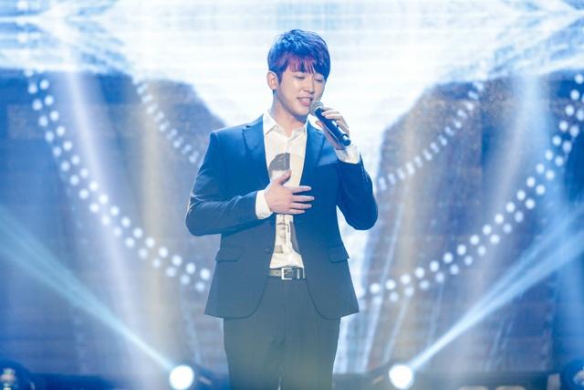 """Hot boy Hàn Quốc Shin Hyun Woo đốn lụi tim fan nữ khi cover """"Duyên mình lỡ"""" của Hương Tràm."""