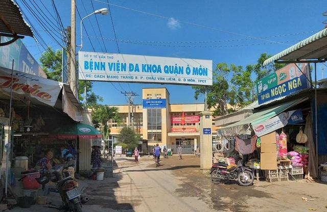 Thực hư bảo vệ bệnh viện Ô Môn thay bác sĩ khám mắt - 1