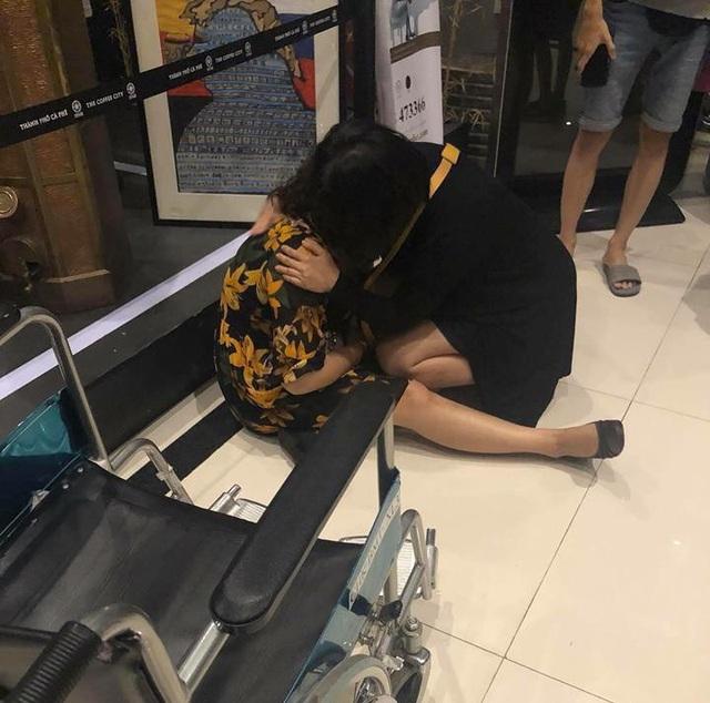 Hành khách hoảng sợ sau sự cố của máy bay