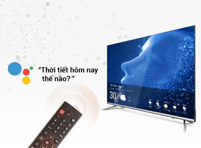 """So với phương thức gõ kì cạch từng ký tự trên màn hình bằng điều khiển, thao tác trên 40S5G nhanh, hiện đại và thông minh hơn rất nhiều so với việc dùng điều khiển """"mổ cò"""" từng ký tự trên màn hình"""