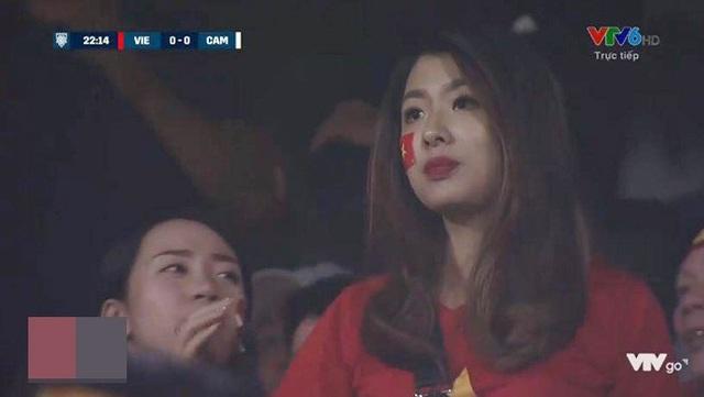 Hồng Ngọc (21 tuổi) khiến fan bóng đá rần rần chỉ sau vài giây xuất hiện trên sóng truyền hình.
