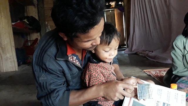 Bé trai 3 tuổi người Vân Kiều đọc trôi chảy tiếng Việt dù chưa được dạy - 3