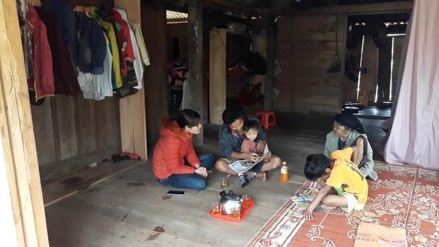 Bé trai 3 tuổi người Vân Kiều đọc trôi chảy tiếng Việt dù chưa được dạy - 1
