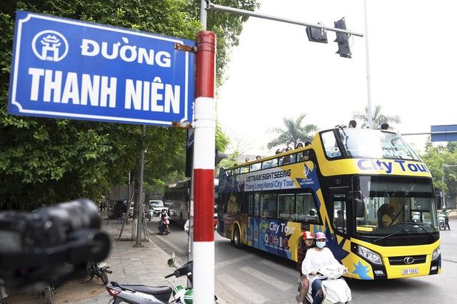 Ông Nguyễn Tất Hiếu, đại diện công ty Vietnamtourism-Hanoi – đơn vị đầu tư, khai thác tuyến bus mới này cho biết, cả 3 xe buýt 2 tầng đều đạt tiêu chuẩn khí thải Euro 4, mỗi xe giá 6-7 tỷ đồng. Xe sẽ được chạy thử nghiệm miễn phí đón tiếp du khách trong và ngoài nước tham quan Hà Nội trong các ngày từ 30/11-2/12 trước khi đi vào chạy chính thức.