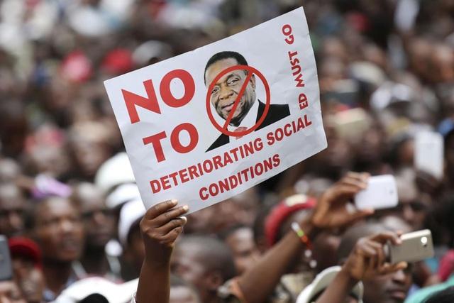 Người dân Zimbabwe không còn tin tưởng vào những lời nói dối trá của Tổng thống đương nhiệm. (Nguồn: Claremore Daily Progress)