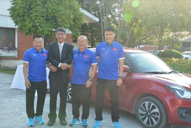 Ban huấn luyện tuyển Việt Nam thăm và giao lưu với các trẻ em Làng SOS Hà Nội - 8