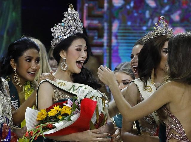 Phương Khánh được đánh giá cao từ những ngày đầu dự thi Hoa hậu Trái đất, cô đã giành nhiều giải phụ trước đó. Trong quá khứ, Việt Nam cũng từng có Diễm Hương - lọt Top 14 Miss Earth 2010; người đẹp Nam Em lọt Top 8 cuộc thi Hoa hậu Trái đất 2016,  Hà Thu lọt Top 16 Hoa hậu Trái đất 2017