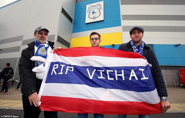 Ngôi sao Leicester City bật khóc trong phút mặc niệm ông chủ người Thái - 7