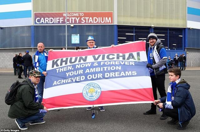 Ngôi sao Leicester City bật khóc trong phút mặc niệm ông chủ người Thái - 8