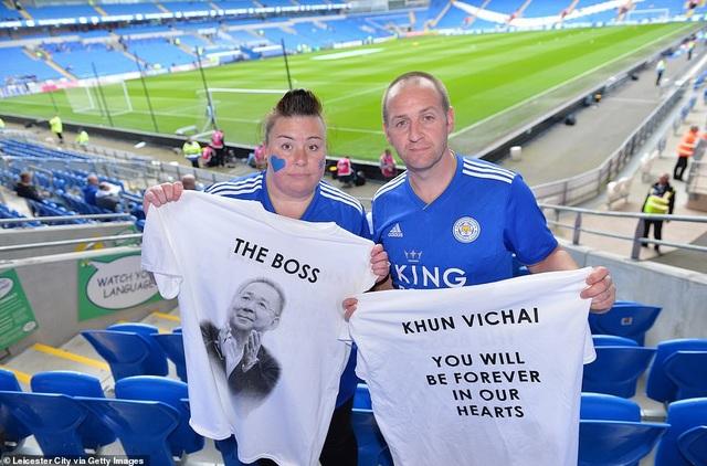 Ngôi sao Leicester City bật khóc trong phút mặc niệm ông chủ người Thái - 6