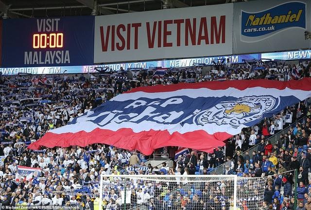 Ngôi sao Leicester City bật khóc trong phút mặc niệm ông chủ người Thái - 9