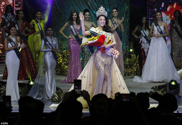 Phương Khánh được bình chọn là Người mặc trang phục truyền thống đẹp nhất, Người mặc váy dạ hội đẹp nhất của nhóm thí sinh đội Nước; Á quân phần trình diễn áo tắm