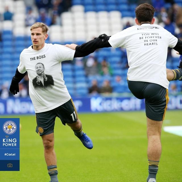 Ngôi sao Leicester City bật khóc trong phút mặc niệm ông chủ người Thái - 5