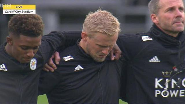 Kasper Schmeichel và nhiều cầu thủ Leicester City bật khóc trong phút mặc niệm cho ông chủ Vichai