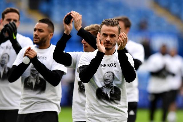 Ngôi sao Leicester City bật khóc trong phút mặc niệm ông chủ người Thái - 3