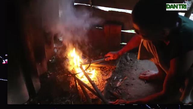 Hoàn cảnh gia đình chị Châu vô cùng khó khăn, thuộc diện hộ nghèo đã nhiều năm nay.