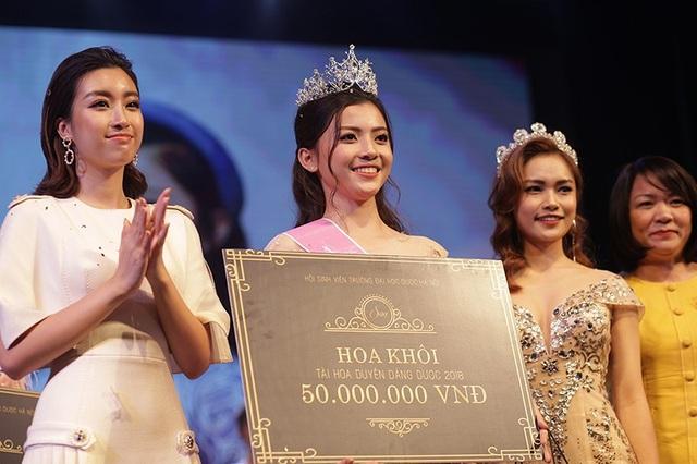 Phương Loan đọ sắc cùng Hoa hậu Việt Nam 2016 Đỗ Mỹ Linh