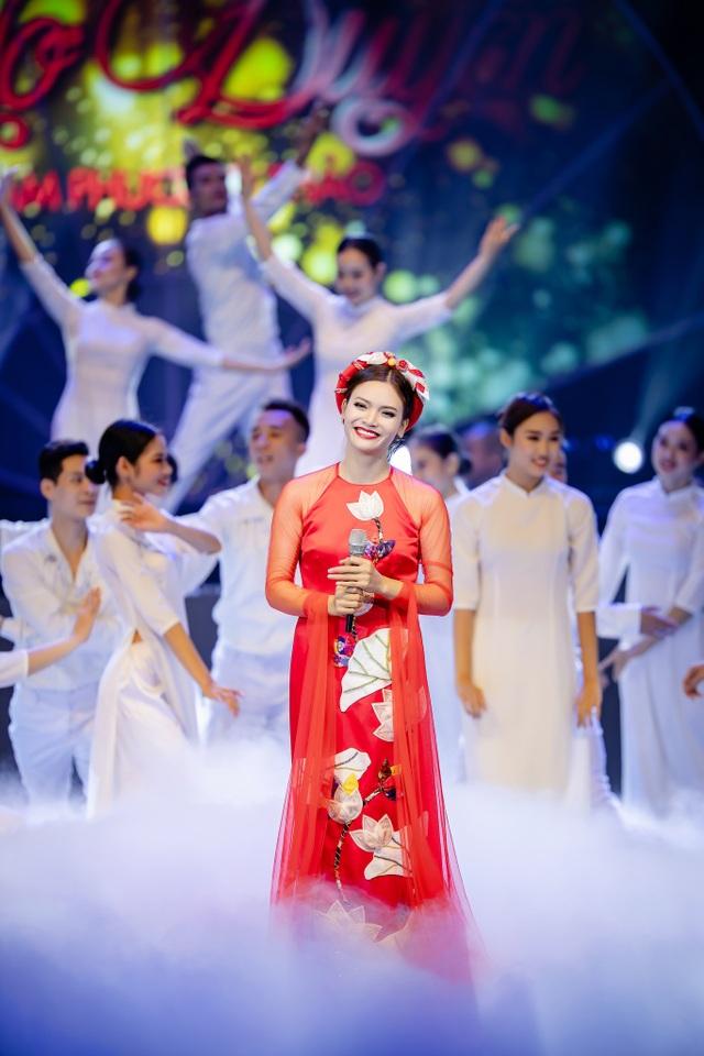 Phạm Phương Thảo đã tái hiện 20 năm ca hát bằng một liveshow đầy xúc cảm và mới lạ.