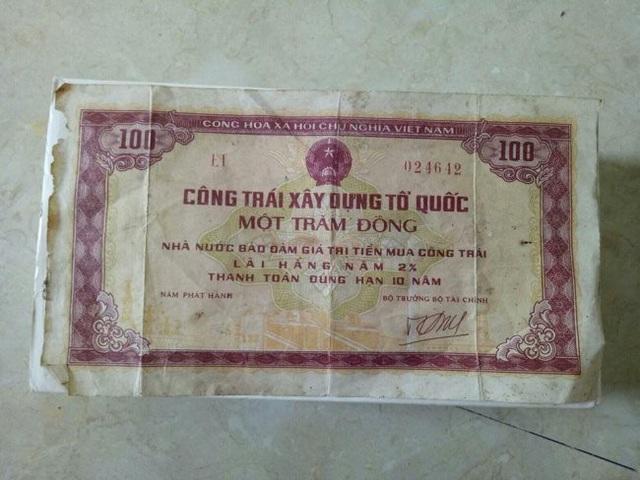 Công trái nhà nước cũng được in ra giấy và lưu hành như các loại phiếu mua lương thực, nhu yếu phẩm.