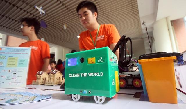 Đây là hệ thống thu rác thông minh của nhóm sinh viên Đại học quốc gia Hà Nội giúp thu gom rác của các hộ gia đình tiện lợi hơn rất nhiều.