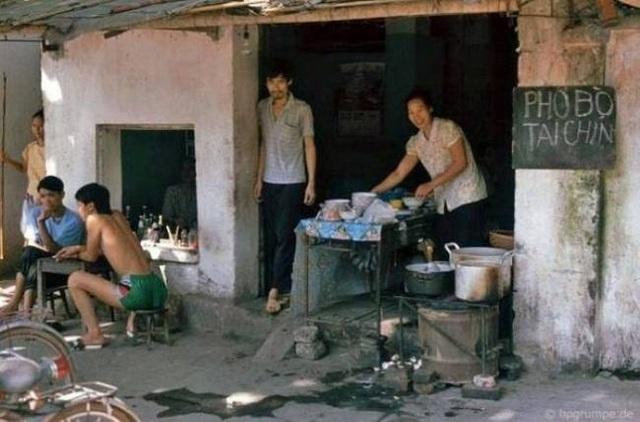Những quán phở bò huyền thoại mà chỉ thế hệ 7X, 8X mới may mắn được cha mẹ dắt đi ăn.