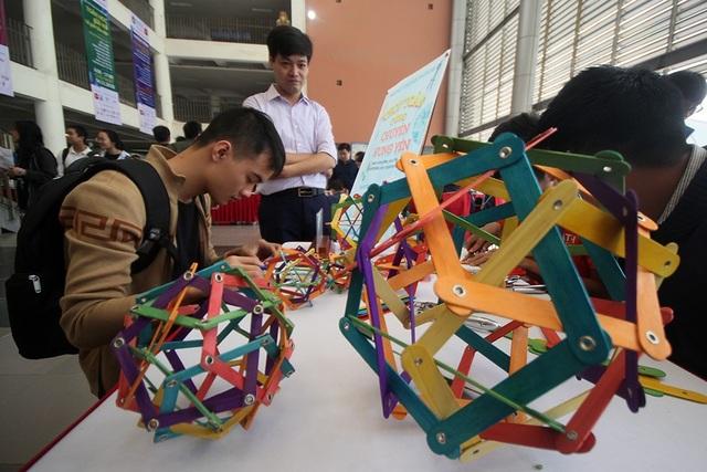 Rất nhiều những trò chơi sáng tạo liên quan đến Toán học được giới thiệu trong ngày hội Toán học mở 2018.