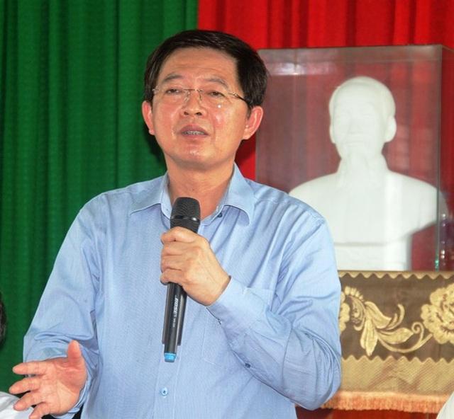 Chủ tịch UBND tỉnh Bình Định Hồ Quốc Dũng đối thoại với người dân liên quan đến dự án điện mặt trời.