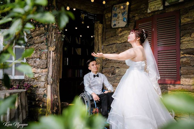 Trong khi Trang là cô gái xinh đẹp, khỏe mạnh thì Tạo lại là người khuyết tật phải ngồi xe lăn