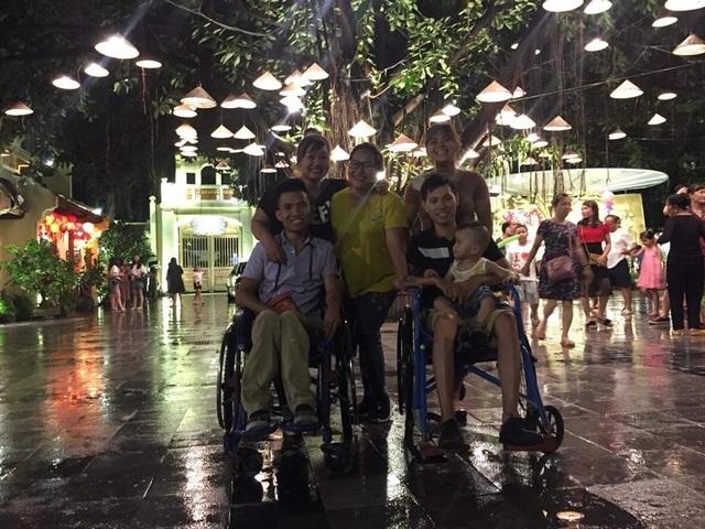 Trang và Tạo hạnh phúc bên cạnh những người bạn thân