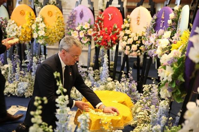 Toàn đội Leicester City có mặt ở Thái Lan để dự lễ tang ông chủ - 5