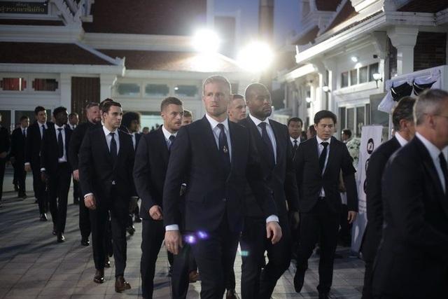Toàn đội Leicester City có mặt ở Thái Lan để dự lễ tang ông chủ - 1