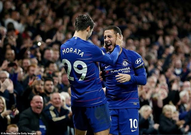 Hazard (phải) thể hiện vai trò quan trọng của mình trong đội hình của Chelsea