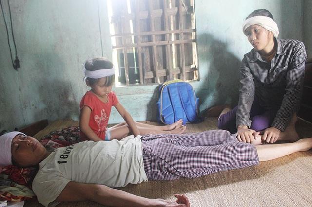 Bố mất, mẹ bạo bệnh, 2 chị em Quyền đứng trước nguy cơ thất học.