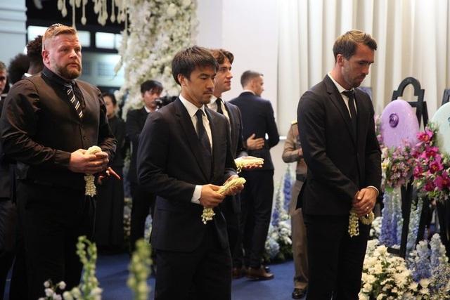 Toàn đội Leicester City có mặt ở Thái Lan để dự lễ tang ông chủ - 7
