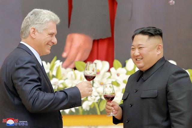 Giới quan sát cho rằng chuyến thăm của Chủ tịch Miguel Diaz-Canel tới Triều Tiên nhằm gửi một thông điệp chung tới Mỹ giữa lúc các cuộc đàm phán hạt nhân giữa Bình Nhưỡng và Washington đang bế tắc, trong khi mối quan hệ giữa Mỹ và Cuba cũng căng thẳng gần đây.