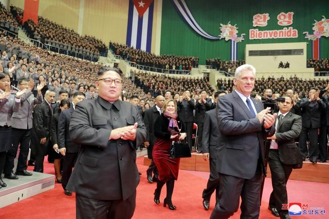 Triều Tiên đã tổ chức chương trình nghệ thuật đặc biệt để chào đón Chủ tịch Miguel Diaz-Canel cùng phu nhân.