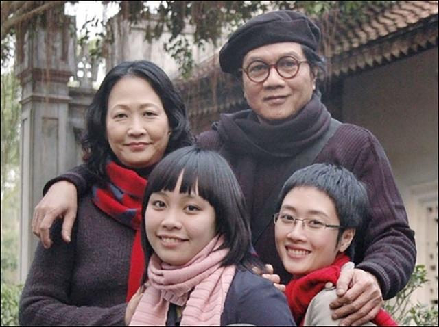 Trong cuộc sống hôn nhân, NSND Như Quỳnh có được hạnh phúc viên mãn. Bà lập gia đình với nghệ sĩ nhiếp ảnh Nguyễn Hữu Bảo. Bà có và có hai con gái là Đan Huyền và Đan Khuê.