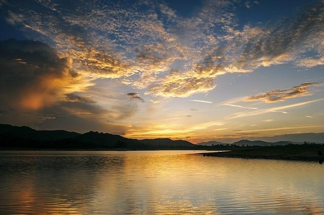 Quảng Nam: Hồ Phú Ninh mùa nước cạn đẹp như tranh vẽ - 13