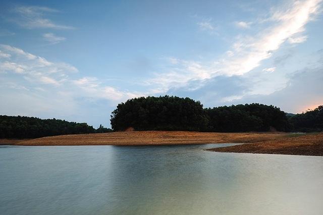 Quảng Nam: Hồ Phú Ninh mùa nước cạn đẹp như tranh vẽ - 9