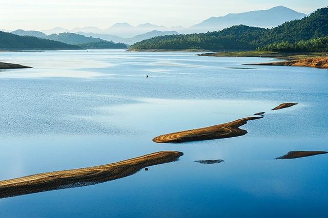 Quảng Nam: Hồ Phú Ninh mùa nước cạn đẹp như tranh vẽ - 5