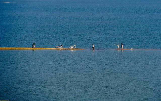 Quảng Nam: Hồ Phú Ninh mùa nước cạn đẹp như tranh vẽ - 4