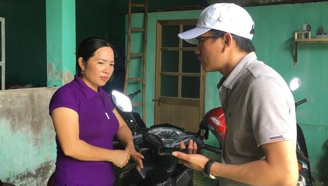 Chị Bình rất lo lắng và bức xúc vì bị đe dọa, ngăn chặn việc kinh doanh.
